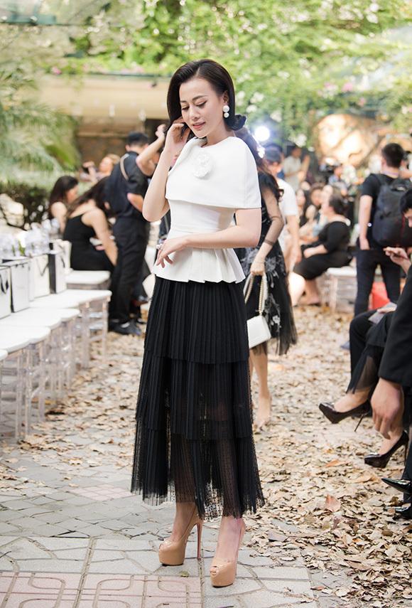 Phương Mai, Hoàng Anh đụng váy bầu ở show Hà Duy - 9