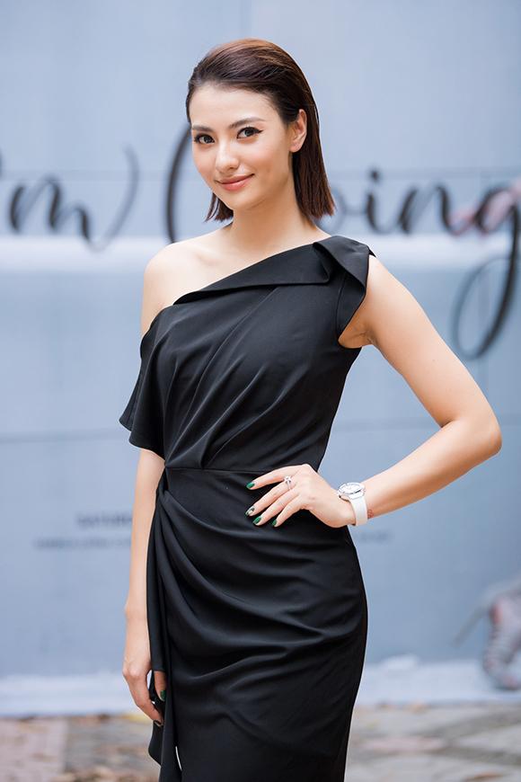 Phương Mai, Hoàng Anh đụng váy bầu ở show Hà Duy - 10