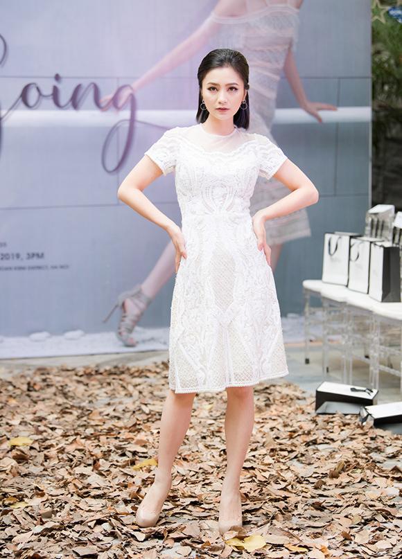 Phương Mai, Hoàng Anh đụng váy bầu ở show Hà Duy - 11