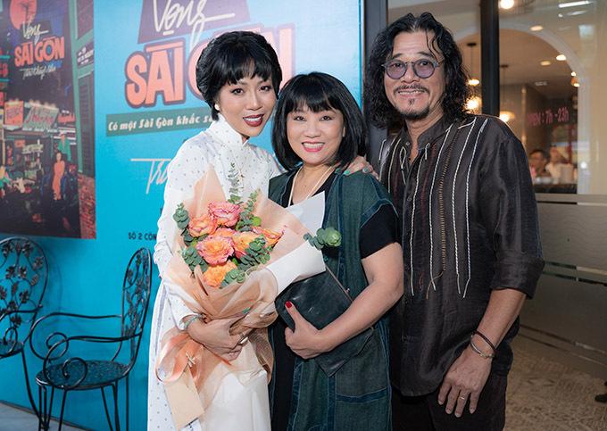 Vợ chồng nghệ sĩ Cẩm Vân - Khắc Triệu có mối quan hệ thân thiết với Trác Thuý Miêu nhiều năm nay. Cẩm Vân chia sẻ, chị biết nữ MC từ ngày cô còn nhỏ. Cả hai đều có tình yêu và sự gắn bó sâu sắc với mảnh đất Sài Gòn.