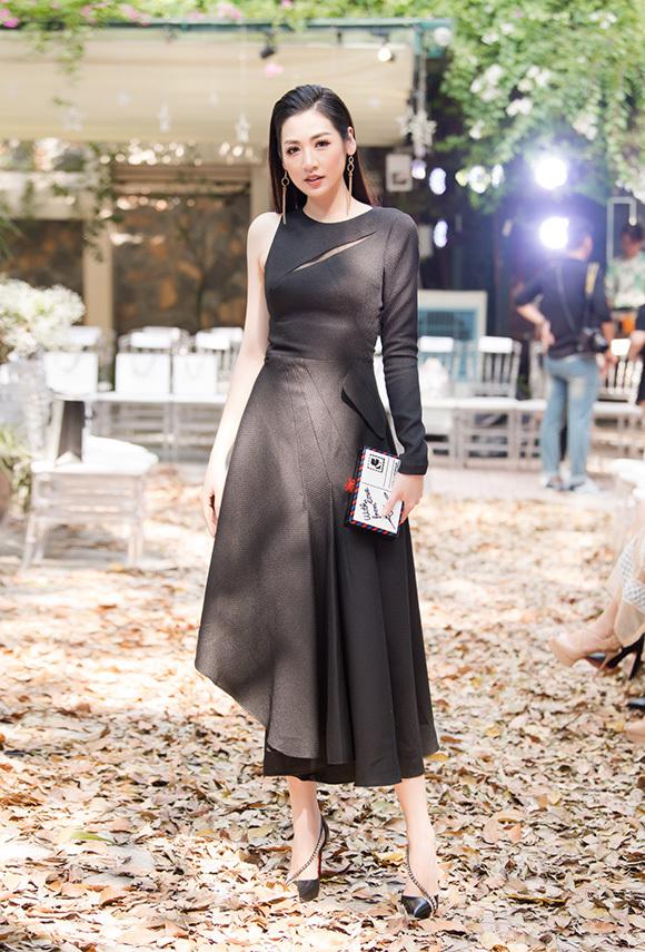 Phương Mai, Hoàng Anh đụng váy bầu ở show Hà Duy - 5