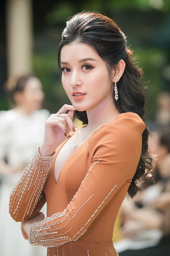 Phương Mai, Hoàng Anh đụng váy bầu ở show Hà Duy - 6