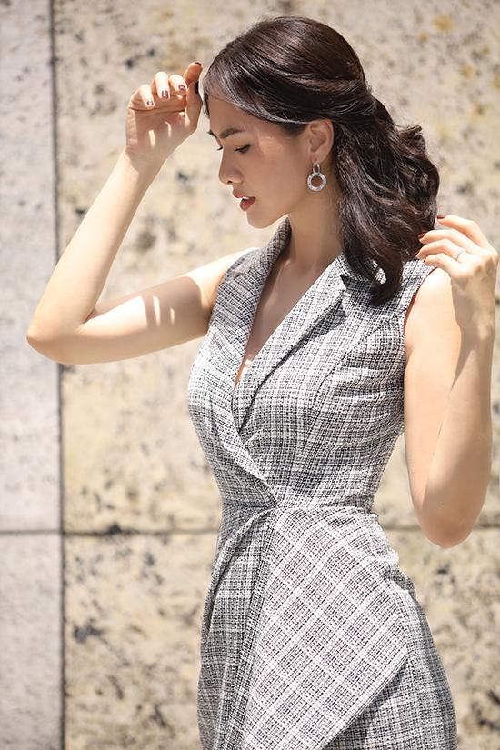 Bộ ảnh được thực hiện với sự hỗ trợ của nhiếp ảnh Dalvid Phung, stylist Kevin Long, trang điểm An Hy.