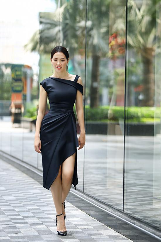 Các mẫu thiết kế phù hợp với những quý cô chuộng phong cách gợi cảm nhưng vẫn tôn được vẻ thanh lịch.