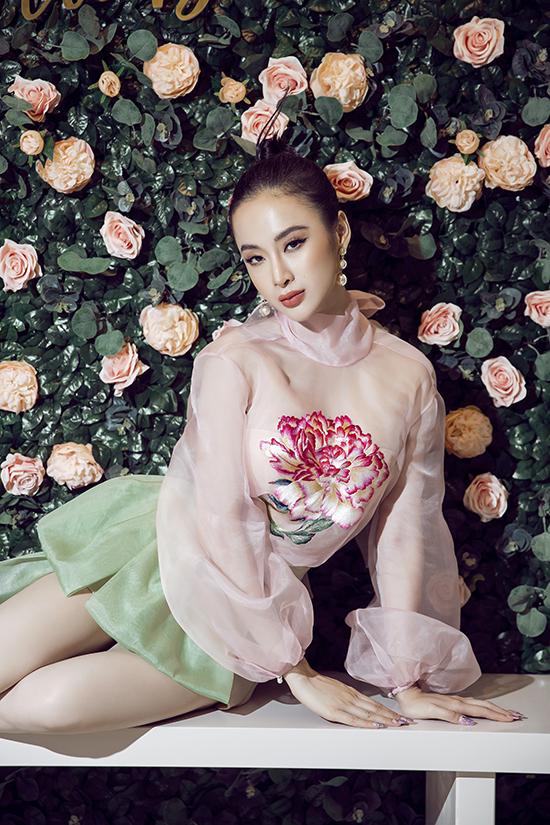 Thời gian gần đây, Angela Phương Trinh dành nhiều thời gian để tham gia các khoá tu tập ở Củ Chi. Cô không chạy show thảm đỏ nhiều như trước nhưng vẫn tham gia các sự kiện thời trang trong vai trò đại sứ và khách VIP.