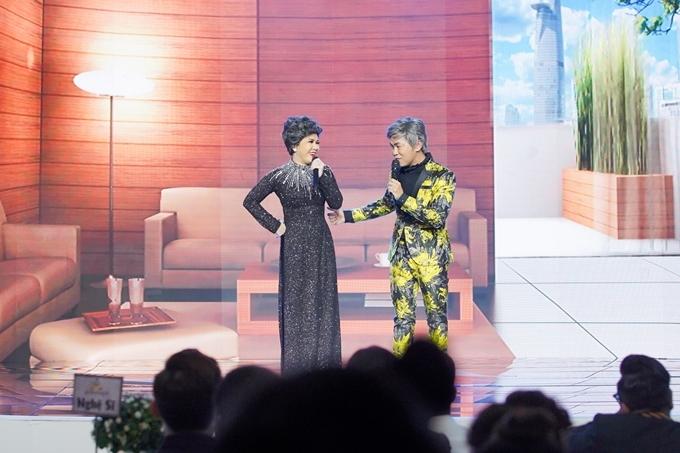 Tại sự kiện, Việt Hương gây bất ngờ khi tư dàn dựng tiết mục đặc biệt cùng Hoài Tâm để tặng anh, chị, em nghệ sĩ và các khách mời. Nhiều đồng nghiệp nhận xét nhờ có nhiều năm chung sân khấu, đôi nghệ sĩ hợp rơ, duyên dáng và tạo nên nhiều tiếng cười.