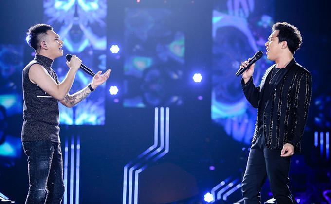 Trấn Thành là khách mời xuất hiện đầu tiên trong liveshow Khắc Việt. Anh tâm sự, âm nhạc của giọng caYêu lại từ đầu là một thanh xuân của mình. Trên sân khấu, họ song ca bài hát Ngại yêu.