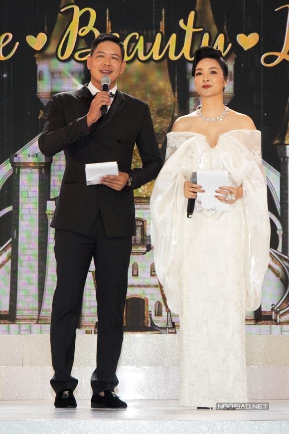 Bình Minh - Giáng My đảm nhận vai trò MC của buổi tiệc.