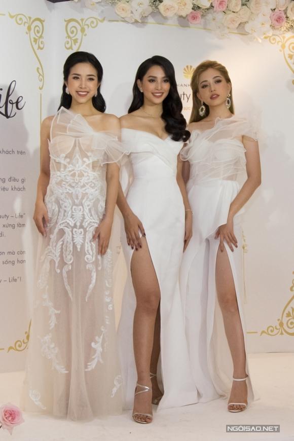 Sau ngày đăng quang vào năm ngoái, Á hậu Thúy An, Hoa hậu Tiểu Vy, Á hậu Phương Nga (từ trái qua) thường xuyên đồng hành trong các sự kiện.