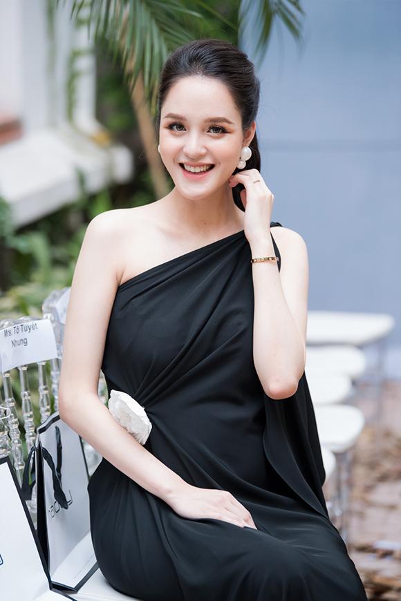 Phương Mai, Hoàng Anh đụng váy bầu ở show Hà Duy - 3