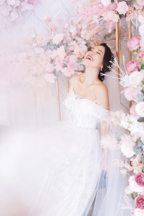 Bộ ảnh được thực hiện bởi áo cưới: Rêve Bridal, nhiếp ảnh & trang điểm: Quân Photo.