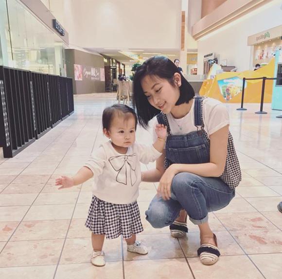 Yến Phương trông như chị gái của Phoebe - một người bạn đã bình luận như vậy khi bức ảnh hai mẹ con được đăng tải.