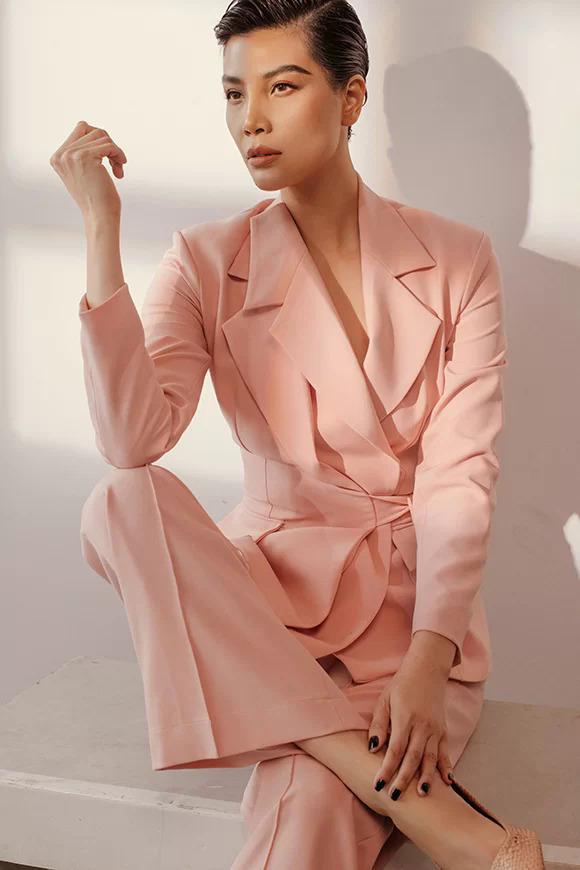 Cựu người mẫu Vũ Cẩm Nhung.