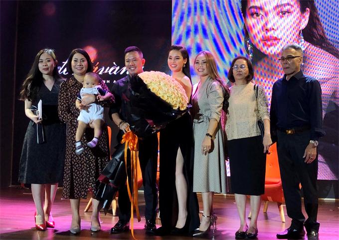 Gia đình hai bên và chồng sắp cưới mừng Giang Hồng Ngọc ra mắt album mới.