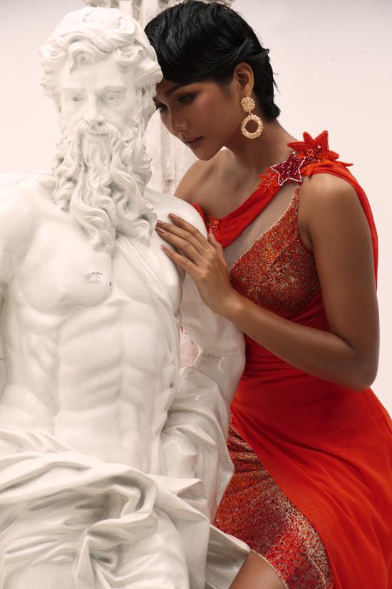 HHen Niê làm nữ thần trong thiết kế của Linh San - 5