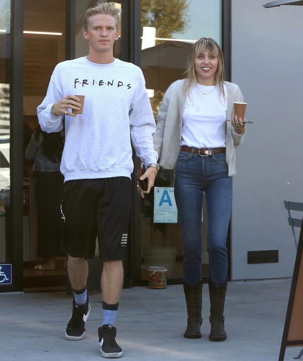 Cody và Miley đi uống cafe ở Los Angeles hôm 13/10.