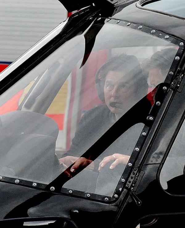 Tài tử 57 tuổi chuẩn bị cất cánh trên chiếc phi cơ riêng.
