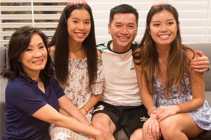 Hồng Đào và Quang Minh thông báo ly hôn hồi tháng 7/2019 sau 24 năm chung sống. Họ có hai con gái là Võ Phương Vân sinh năm 1996 và Sophia Minh Châu sinh năm 2002.