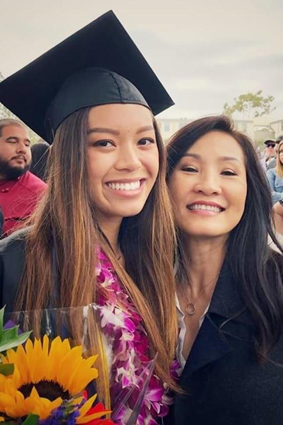 Sau khi tốt nghiệp Đại học UC Santa Barbaca (California, Mỹ), Phương Vân đi làm xa nhà, thỉnh thoảng mới về thăm bố mẹ.