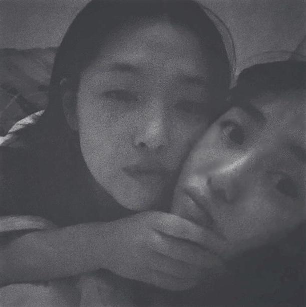 Mina (phải) và Sulli.