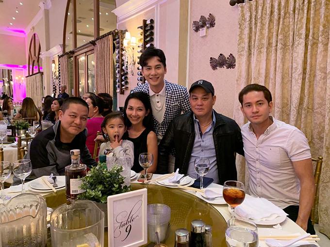 Bé Yvona, con gái của Kim Hiền và ông xã Andy rất hiếu động. Từ ngày sang Mỹ định cư, Kim Hiền thỉnh thoảng đi diễn kịch ở hải ngoại và dành chủ yếu thời gian để chăm sóc gia đình nhỏ.