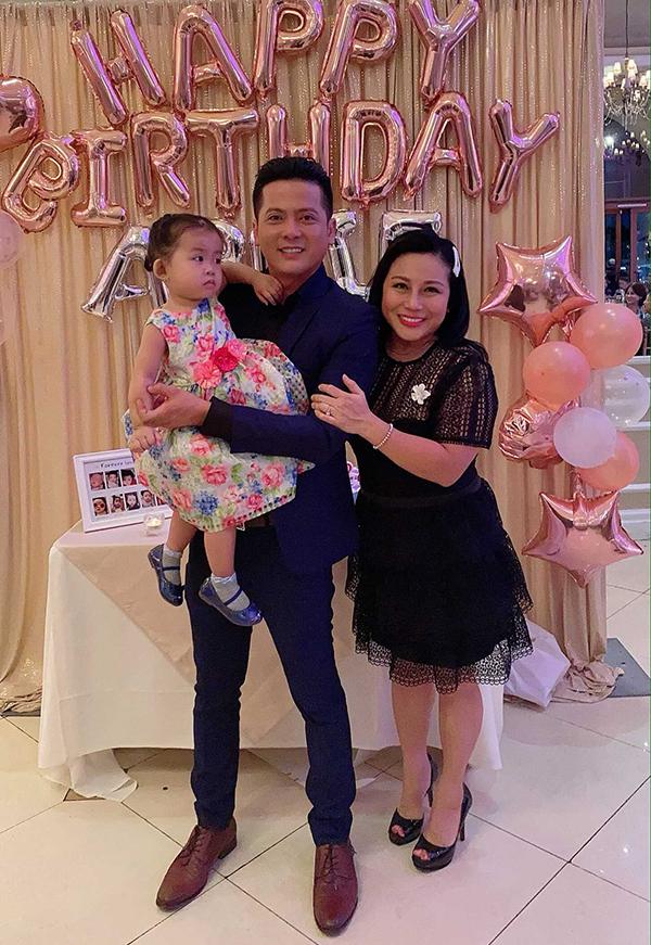 Đây là lần đầu tiên tổ chức sinh nhật cho con từ khi sang Mỹ định cư nên nam diễn viên Gạo nếp gạo tẻ mời nhiều bạn bè, người thân đến chung vui cùng gia đình mình. Bé Nulà trái ngọt đầu tiên trong cuộc hôn nhân của nam diễn viên Gạo nếp gạo tẻ và bà xã Quỳnh Như.