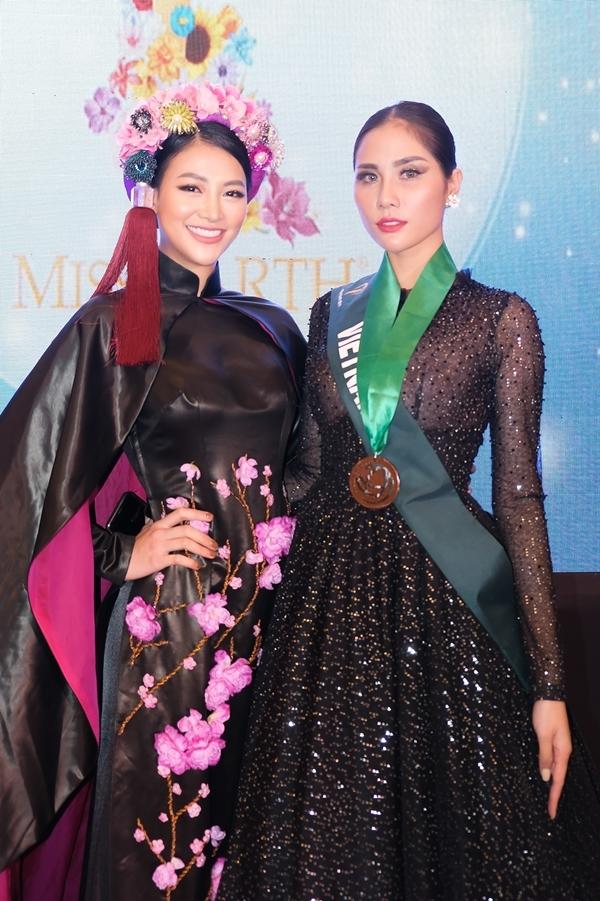 Ngày 16/10, các thí sinh Miss Earth tiếp tục phần thi Trang phục dạ hội.