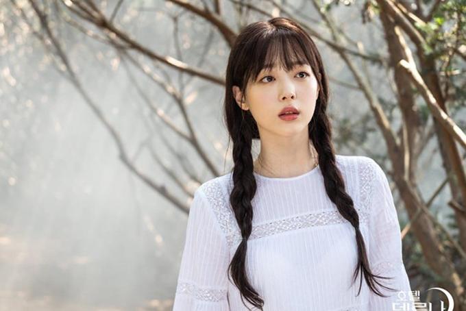 Chiều 14/10, JoongAng Ilbo đưa tin đồn cảnh sát Seongnam (Gyeonggi, Hàn Quốc) thông báo quản lý của Sulli (Choi Jin Ri) phát hiện thấy thi thể nữ ca sĩ tại một tòa nhà chung cư ở thành phố Sujeong-gu, Seongnam, vào khoảng 15h20 và gọi cảnh sát. Theo iMBC, cảnh sát xác nhận Sulli tự sát do không tìm thấy dấu hiệu xảy ra án hình sự tại hiện trường. Hiện vụ việc đang được điều tra sâu.