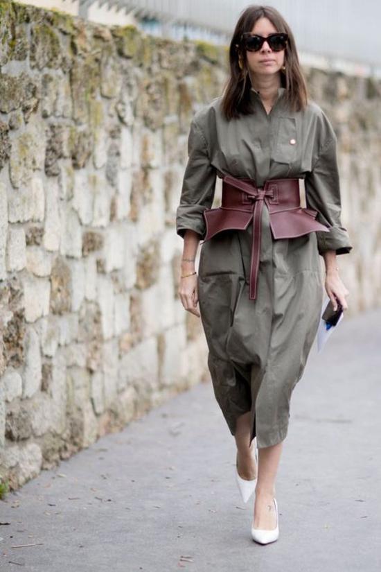 Các kiểu đai lưng cỡ khủng được thiết kế trên chất liệu da được tín đồ thời trang mix-match với nhiều kiểu trang phục.
