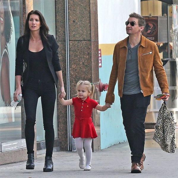 Jeremy và vợ cũ bên con gái.