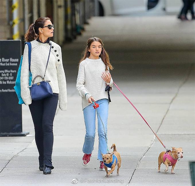 Con gái duy nhất của Katie và Tom Cruise hiện sống cùng mẹ ở New York. Katie tiết lộ rằng Suri có tính cách vui vẻ, dễ thương và là một người bạn tuyệt vời của mẹ.