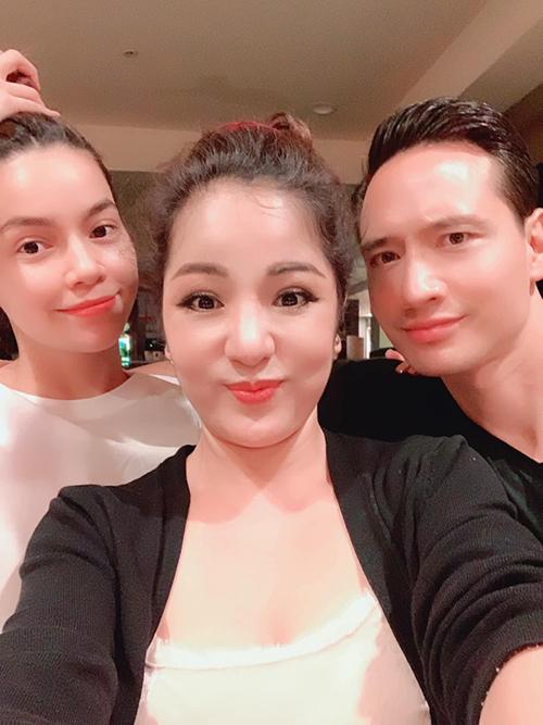 Thúy Nga selfie cùng Hà Hồ - Kim Lý.