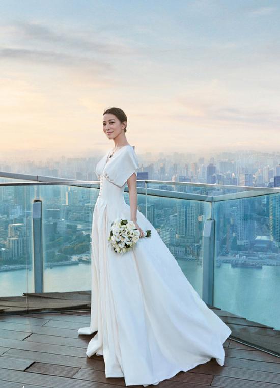 Xa Thi Mạn mặc váy cưới ở tuổi 44 - 2