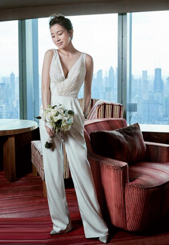 Xa Thi Mạn mặc váy cưới ở tuổi 44 - 6