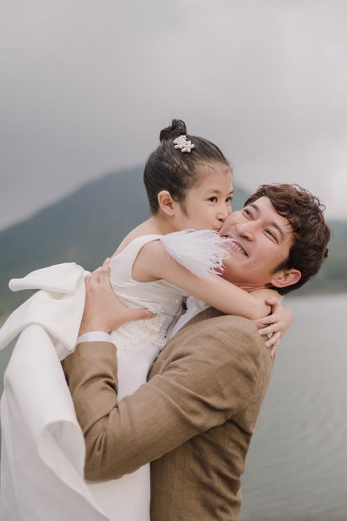 Bên cạnh đó, Cát còn rất tình cảm, là động lực tinh thần giúp Huy Khánh và Mạc Anh Thư quên hết mệt mỏi, áp lực của cuộc sống.