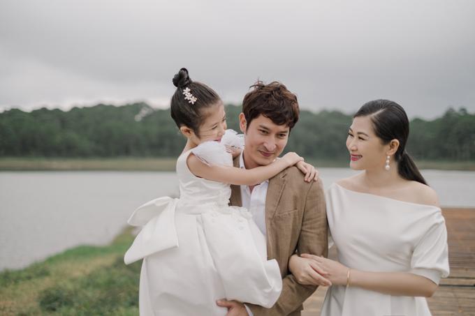 Hiện tại, điều mà bà xã của diễn viên Huy Khánh mong mỏi hơn cả cho bản thân và gia đình chính là sức khỏe và sự bình an để có thể làm tốt nhất những gì mình đang theo đuổi cũng như chia sẻ với mọi người xung quanh năng lượng tích cực.