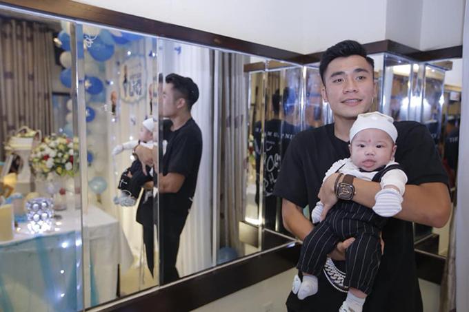 Trước đó, trên trang cá nhân, chủ yếu chàng cầu thủ sinh năm 1998 chỉ đăng ảnh liên quan đến sân cỏ, công việc kinh doanh và thỉnh thoảng có sự xuất hiện của bạn gái Mai Thùy Trinh.