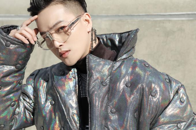 Cựu nhóm trưởng HKT – Ti Ti rũ bỏ phong cách thảm họa thời trang, thay vào đó là hình ảnh bắt mắt với outfit cá tính.