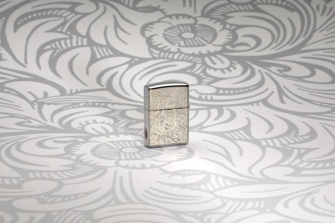 Mẫu Venetian: Mẫu Venetian được giới thiệu lần đầu vào năm 1974 với tên ban đầu là Florentine với họa tiết hoa có nguồn gốc từ thời Phục Hưng, sau đó đổi tên thành Venetian vào năm 1976. Đây là một trong những thiết kế nổi bật của dòng sản phẩm cao cấp.Để kỷ niệm 45 năm ra đời của mẫu thiết kế Venetian, Zippo đã tái tạo lại bằng bộ ba các thiết kế sang trọng: MultiCut 360 độ, Inlay Epoxy và khắc laser 360, với quy trình mới nhất nhằm khôi phục lại vẻ đẹp cổ điển vốn có của mẫu này.