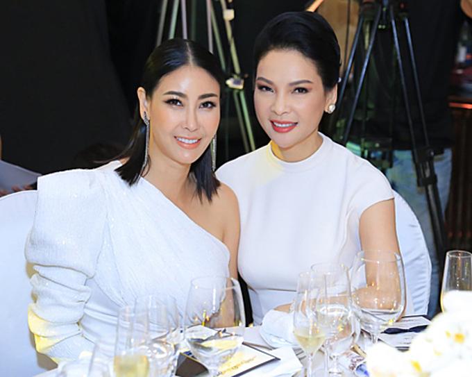 Hoa hậu Hà Kiều Anh và người đẹp Thủy Hương (phải).