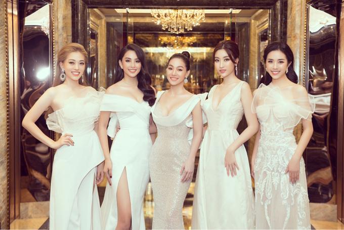 Từ phải qua: Áhậu Thúy An, Hoa hậu Đỗ Mỹ Linh, chị Phạm Kim Dung, Hoa hậu Tiểu Vy, Áhậu Phương Nga.