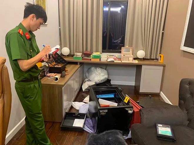 Cảnh sát khám nghiệm căn biệt thự của Nhật Kim Anh cách đây 3 tháng.