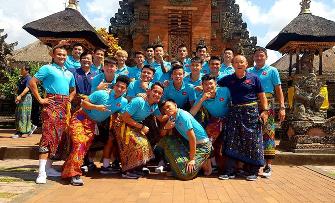 Đội sẽ bay từ Bali về lúc 14h05