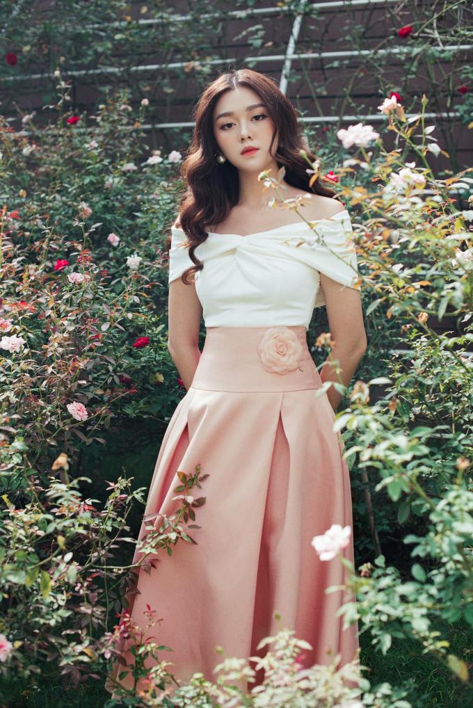 Á hậu Tường San với trang phục đậm chất nàng thơ cho ngày 20/10 (xin edit)