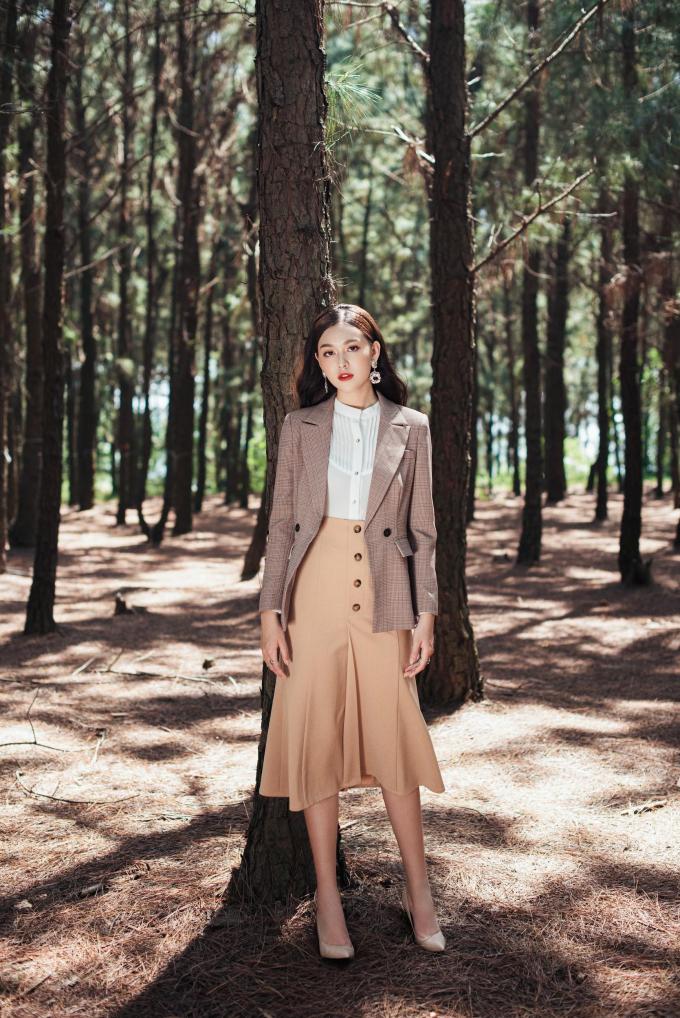 Á hậu Tường San với trang phục đậm chất nàng thơ cho ngày 20/10 (xin edit) - 9