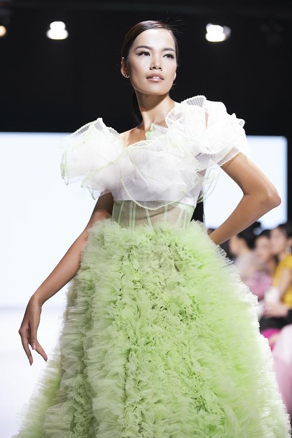 Hoàng Phương24 tuổi, quê Nha Trang sở hữu vẻ ngoài cá tính, làn da nâu khỏe khoắn.