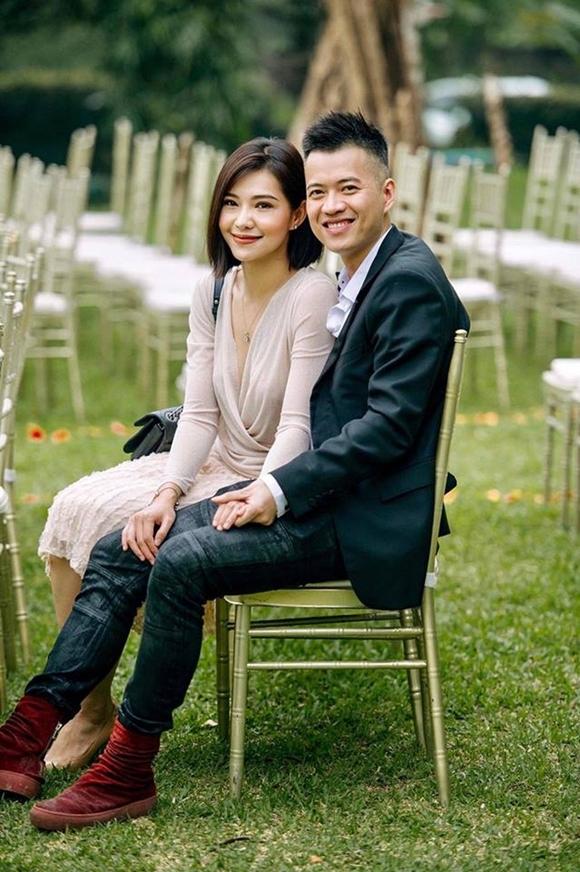Hôm 17/10, Lưu Đê Ly tổ chức lễ ăn hỏi tại nhà riêng ở phố Hàng Buồn, Hà Nội. Cô hạnh phúc vì được trở thành vợ Huy DX sau thời gian dài chung sống và sinh con cho anh. Trước khi kết hôn, nữ diễn viên Chạy trốn thanh xuân từng chịu nhiều chỉ trích vì đến với Huy DX khi anh chưa hoàn tất thủ tục ly hôn với vợ cũ. Sau đám hỏi, cặp đôi dự kiến tổ chức lễ cưới vào cuối năm nay.
