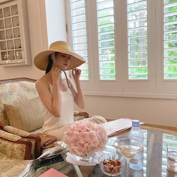 Hiện, ngoài thỉnh thoảng đi diễn, Thùy Dung tập trung cho việc học. Cô mong muốn dành trọn thời gian để tích lũy kinh nghiệm, trau dồi kiến thức trong năm nay.