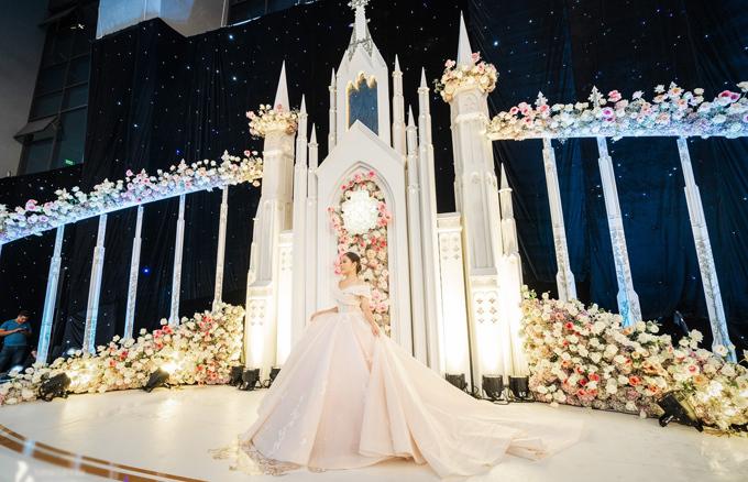 Uyên ương dựng lâu đài cho đám cưới khủng - 11