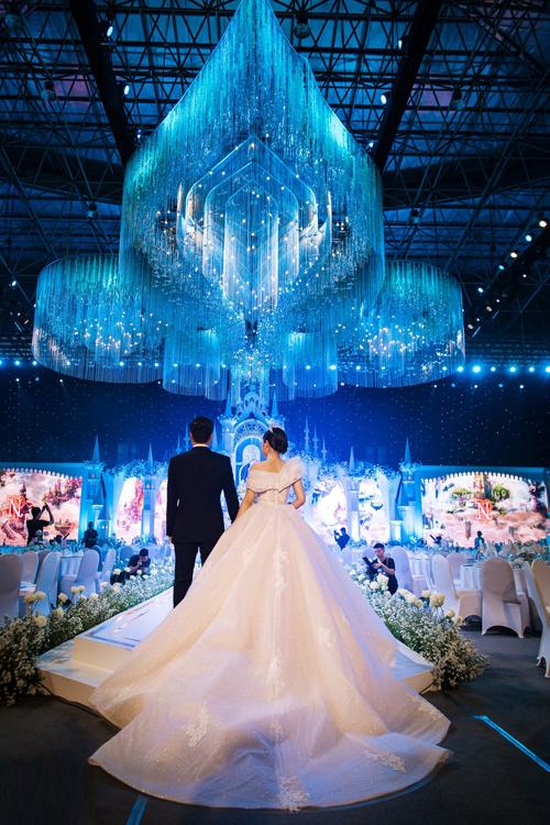 Uyên ương dựng lâu đài cho đám cưới khủng - 9